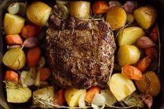 Roastbeef mit Knoblauch und Rosmarin auf Ofengemüse