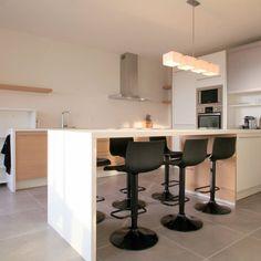 table haute de cuisine sandinave blanche tree table de bar ronde de style scandinave avec pitement en bois chne massif et