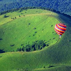 Occitan: is a large lava dome and one of the youngest volcanoes in the Chaîne des Puys region of Massif Central in south-central France Air Balloon Rides, Hot Air Balloon, Wonderful Places, Beautiful Places, Clermont Ferrand, Flower Landscape, Above The Clouds, France Travel, Amazing Nature