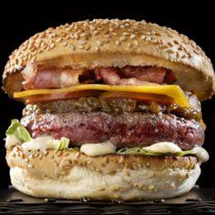 Hamburguesa en Barcelona.  La mejor hamburguesa de Barcelona está en Santa Burg! Todas de carne de buey Dry Aged, con foie y manzana caramelizada, bacon y mostaza antigua,...  http://www.onfan.com/es/especialidades/barcelona/santa-burg/hamburguesa?utm_source=pinterest&utm_medium=web&utm_campaign=referal