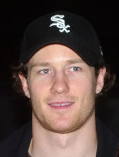 Duncan Keith- Chicago Blackhawks Defenseman & he's wearing a SOX hat. Chicago Blackhawks Players, Blackhawks Hockey, Hockey Teams, Hockey Players, National Hockey League, World Of Sports, Chicago White Sox, Girls Best Friend, Nhl
