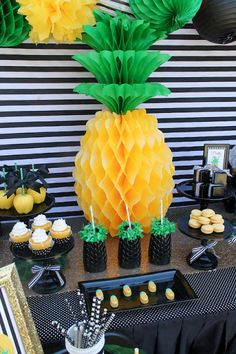 LAURA'S little PARTY: Pineapple Party| Mother's Day celebration! Pineapples are everywhere! Pair them with vivid colors and stripes, and you've got a recipe for a festive gathering! See more details + inspiration here ---> http://www.lauraslittleparty.com/2016/04/pineapple-party-mothers-day-celebration.html