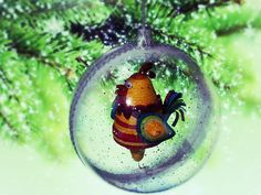 Ёлочный шар с квиллинг Петухом. Snow Globes, Paper Art, Christmas Bulbs, Holiday Decor, Home Decor, Papercraft, Decoration Home, Christmas Light Bulbs, Room Decor