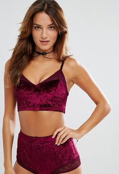 Make her feel like she's got it together in the matching undies set of dreams. Velvet? Check. Too-good berry tones? Check. A little slice of wintry heaven