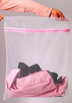 Yıkamaya attığınız hassas çamaşırlarınızın, makineden hasar görmemesi için çamaşır poşeti; yoksa yastık kılıfı kullanın.