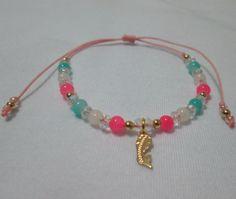 Pulsera Virgen María Materiales: Dije y accesorios en oro golfield, perlas de vidrio, murano, mostacillas checas, hilo Valor: $7.500
