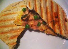 Pita tuna melt. Simpel en lekker om te maken voor een snelle lunch of voor het avondeten.
