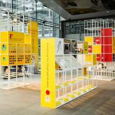 The Grid system provides an excellent format for exhibitions or trade shows. Customise your display with components such as magazine shelves or light boxes. Kiosk Design, Signage Design, Display Design, Booth Design, Retail Design, Store Design, Design Design, Event Design, Exhibition Stand Design