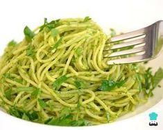 Aprende a preparar espagueti verde con chile poblano - Receta de Navidad con esta rica y fácil receta. Los espaguetis verdes mexicanos son una excelente opción para...