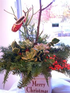 How+to+Make++Fresh+Christmas+Centerpieces+for+Under+$10
