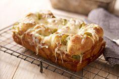 Jalapeno & Cheese  Monkey Bread Recipe - Kraft Recipes Kraft Recipes, Bread Recipes, Cooking Recipes, Drink Recipes, Garlic Monkey Bread, Garlic Bread, Jalapeno Cheese, Jalapeno Bread, Cheese Bread