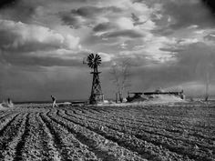 by Margaret Bourke-White Colorado Dust Bowl ca. For LIFE Magazine. Documentary Photographers, Female Photographers, Santa Fe, Colorado, Margaret Bourke White, Dust Storm, Dust Bowl, Landscape Photography Tips, Art Photography