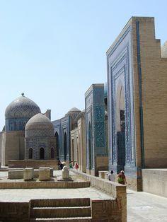 Shah-I-Zinda Necropolis (Samarkand, Uzbekistan) Islamic Architecture, Beautiful Architecture, Art And Architecture, Beautiful Places To Visit, Beautiful World, Places Around The World, Around The Worlds, Place Of Worship, Central Asia