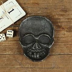Skull Cast Iron Dish