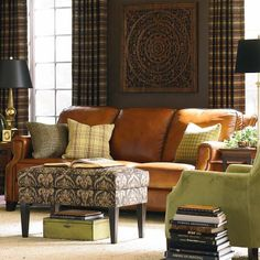 Austin: Like New Bassett Leather Sofa/Couch $1400 - http://furnishlyst.com/listings/1030127