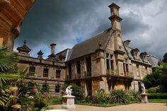(Photo by © Darren Jackson) Ein Foto der Schlossanlage Waddesdon Manor in der englischen Grafschaft Buckinghamshire. Das Schloss und die Gegend haben wesentlich als Vorlage von Fogs Creek in 'Bittersüßer Morgentau' gedient.