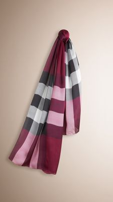 43417aa41959 26 Best BURBERRY WOMEN S SCARVES images