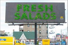 A billboard for McDonald's made of fresh salad. If you like it, you'll enjoy another billboard from Ford made of grass . Guerrilla Advertising, Out Of Home Advertising, Clever Advertising, Guerrilla Marketing, Advertising Design, Marketing And Advertising, Marketing Ideas, Street Marketing, Funny Commercials