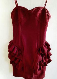 Kup mój przedmiot na #vintedpl http://www.vinted.pl/damska-odziez/sukienki-wieczorowe/16271500-bordowa-burgundowa-sukienka-falbanki-baskinka-sexi-dopasowana-xs-s