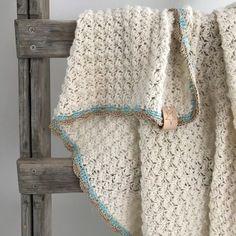 Een prachtige babydekentje of ledikantdekentje van Yarn and Colors Charming. Leuk project voor as moeders en oma's. Voor 20 uur besteld zelfde dag verstuurd
