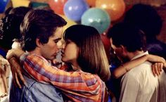 La Boum 2 (1982) - Le baiser d'adoVic (Sophie Marceau) a déjà roulé sa bosse côté roulage de pelle, mais avec Philippe (Pierre Cosso), c'est comme une première fois !