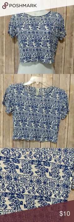 Aztec Blue Crop Top Super cute! Blue and white Aztec print. Very soft comfortable material. Like new. Size medium 30% off bundles Make offers!! Forever 21 Tops Crop Tops
