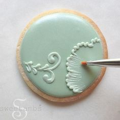 Learn how to make beautiful Mother's Day Cookies in this tutorial by SweetAmbs!