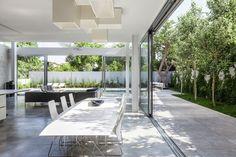 Galeria de Um Corte Concreto / Pitsou Kedem Architects - 44