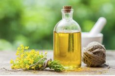 Canola oil is likely a product that you use or ingest on a daily basis, but what exactly is canola oil? Canola oil has many uses and quite a history. Click this article to for some fascinating canola plant facts and other canola oil information. Rapeseed Oil, Healthy Oils, Healthy Cooking, Oil Substitute, Gout Diet, Edible Oil, Peanut Oil, Canola Oil, Essential Oils