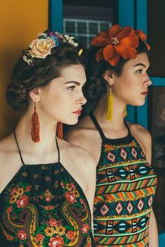 Inspired by Frida Kahlo. Hippie Style, Ethno Style, Bohemian Mode, Bohemian Style, Boho Chic, Mexican Outfit, Mexican Dresses, Mexican Clothing, Mode Style