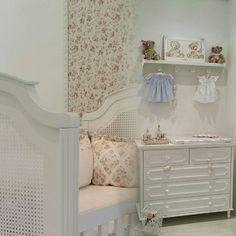Quarto de bebê da loja RUGS FOR KIDS & BEDROOM DESIGN. Email: rugsforkids@terra.com.br - tel: 11 3062-3443.