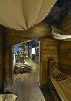Salle d'exposition © Caroline Bergeron | Deco Pirate, Bateau Pirate, Pirate Queen, Black Sails, Wooden Ship, Pirate Life, Environment Concept Art, Escape Room, Character Aesthetic