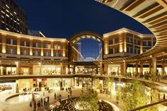 Some of the best shopping in the US at City Creek! Just steps away from your hotel room. Salt City, Salt Lake City Utah, Beautiful Architecture, Art And Architecture, National Park Tours, National Parks, Shopping Mall Interior, Shopping Street, Street Mall