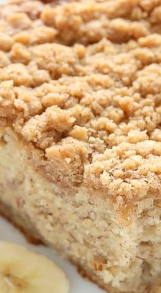 A moist banana cake topped with an easy crumb topping. This Banana Crumb Cake is a perfect way to use those ripe bananas! Banana Crumb Cake, Banana Coffee Cakes, Crumb Cakes, Cinnamon Crumb Cake, Banana Bread, Just Desserts, Delicious Desserts, Yummy Food, Baking Desserts
