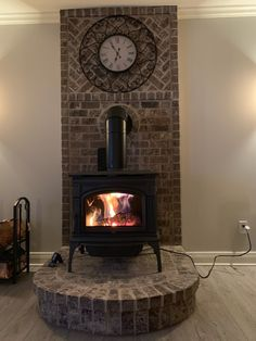 Excellent Photos Wood Stove wall Suggestions Despite the fact that solid wood is considered the most eco-friendly warming procedure, it never ever appears . Wood Burning Stove Corner, Wood Stove Wall, Wood Stove Heater, Basement Fireplace, Porch Fireplace, Stove Fireplace, Raised Ranch Remodel, Wood Pellet Stoves, Brick Hearth