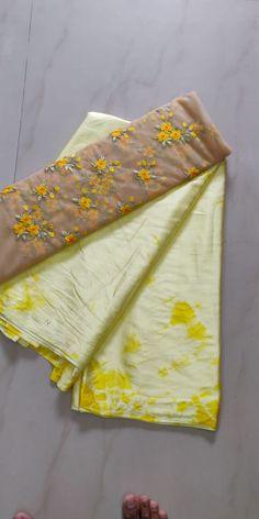 Satin Shibori Sarees With Designer Blouse - Vastra Fashion Elegant Fashion Wear, Trendy Fashion, Shibori Sarees, Satin Saree, Indian Ethnic Wear, Indian Designer Wear, Indian Sarees, Sarees Online, Blouse Designs