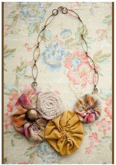 So pretty! Pinwheel necklace at a case of the mundays: wednes-DIY: