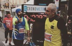 Cuando una foto refleja que todo el entrenamiento sacrificio y voluntad han merecido la pena. Proyecto #Maratón de #Madrid en modo #ONFIRE  un padre un hijo 42 kms y otro recuerdo que vivirá para siempre. #run #runner #marathon #athletics #family #father #dad #son #happy #picoftheday #race #training #focus #happiness #team #brotherhood #nolimits #fight