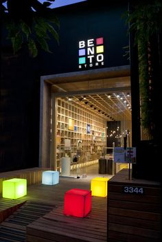 20 Fabulous Shops Attracting Customers with Impressive Exterior Design Retail Interior, Cafe Interior, Shop Interior Design, Retail Design, Store Design, Retail Facade, Shop Facade, Design Exterior, Facade Design