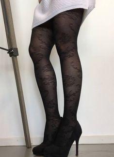 De zwarte Soft Elegance Lace panty van Marianne is een prachtige, kanten panty, die heerlijk zacht en comfortabel om je benen zit en er geweldig uitziet! Dé trend van dit moment, die je superleuk kunt combineren en dat voor maar € 9,99 ! Lace Tights, Fishnet Tights, Om, Stockings, Elegant, Fashion, Socks, Classy, Moda