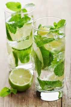 Mojito sans alcool 1 bouquet de menthe 5 citrons non traités 1 eau gazeuse glacée 4 c à s de sucre de canne