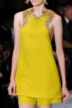 Trendy Details | Yellow Dress Runway