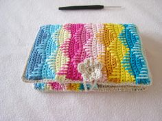 crochet hooks You'll love our post that includes a Crochet Hook Case Tutorial plus lots of fabulous free patterns. Choose from lots of gorgeous designs. Crochet Book Cover, Crochet Phone Cover, Crochet Hook Case, Crochet Pouch, Crochet Buttons, Crochet Books, Free Crochet, Knit Crochet, Crochet Storage