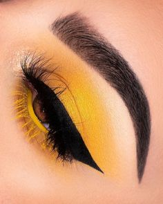 Eyeshadow Looks Yellow Eyeshadow- - Yellow Eyeshadow- - make up yellow Yellow Eyeshadow- - Dress Models Yellow Makeup, Yellow Eyeshadow, Colorful Eye Makeup, Eyeshadow Makeup, Glitter Eyeshadow, Simple Eyeshadow, Eyeshadow Palette, Eyeshadow Ideas, Gel Eyeliner