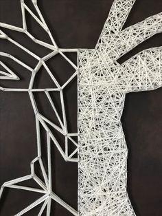 """Cerf """"String art"""" de 110 x 80 cm sur fond en cuir marron marbré by DIMENSYON"""