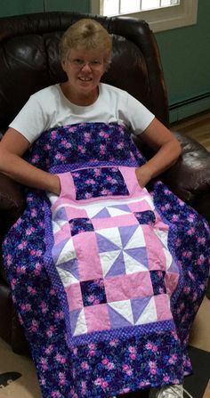 Handmade Wheelchair Lap Quilts with Pockets from NH - Carolyns Homesewn Handmade Wheelchair Lap Quilts with Pockets from NH - Carolyns Homesewn Lap Quilt Size, Lap Quilts, Quilt Sizes, Small Quilts, Quilt Blocks, Mini Quilts, Free Motion Quilting, Quilting Tips, Machine Quilting