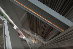 En nuestro diseño, aprovechamos la estructura existente como lienzos para incorpar iluminación decorativa con tivoli