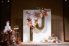 Background Decoration, Backdrop Decorations, Backdrops, Wedding Backdrop Design, Wedding Reception Decorations, Coral Wedding Themes, Chinese Wedding Decor, Thailand Wedding, Flower Installation