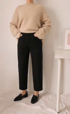 Casual Work Outfits, Work Casual, Winter Wardrobe Essentials, Classy Casual, Trousers Women, Look Cool, Minimalist Fashion, Work Wear, Clothes For Women