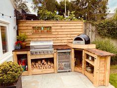 Outdoor Cooking Area, Outdoor Barbeque, Outdoor Kitchen Patio, Outdoor Kitchen Design, Outdoor Living, Diy Bbq Area, Bbq Area Garden, Back Garden Design, Patio Makeover